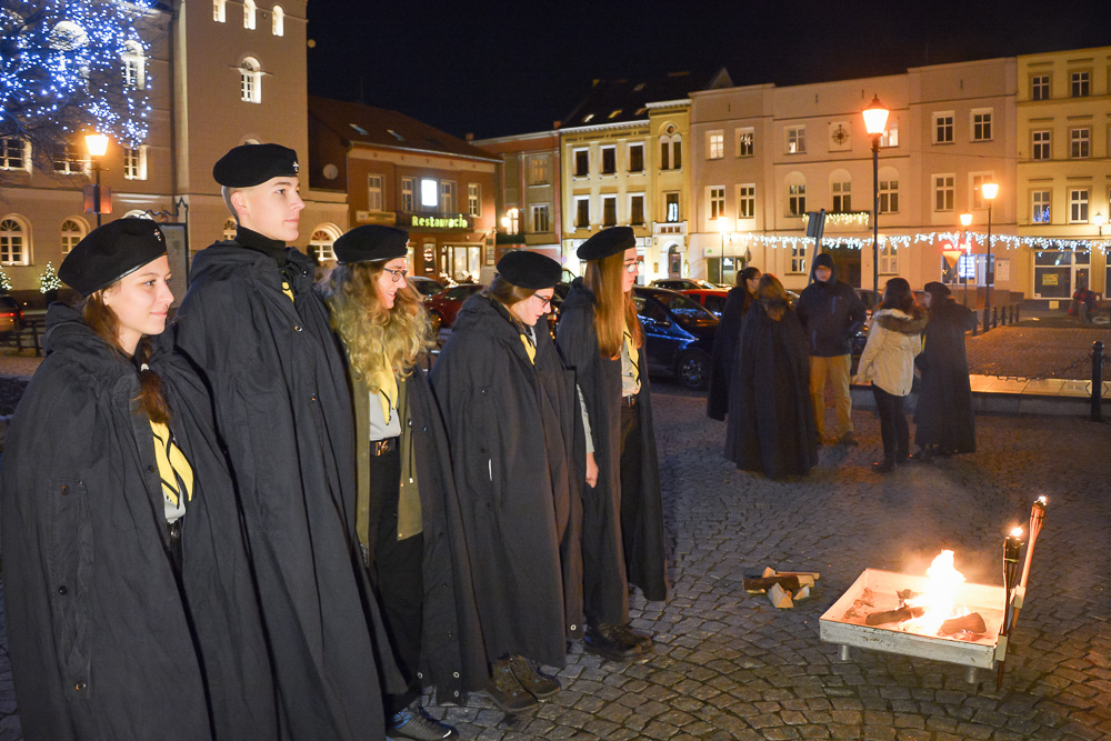 Betlejemskie Światło Pokoju na śremskim rynku - 23.12.15 r.
