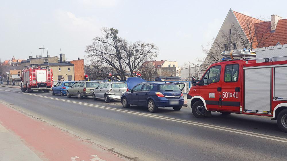 Kraksa czterech aut na moście - 26.03.18 r.