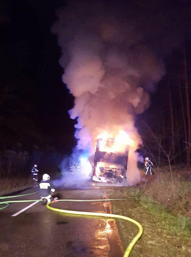 Pożar autobusu na trasie Żabno - Mosina - 23.11.17 r.