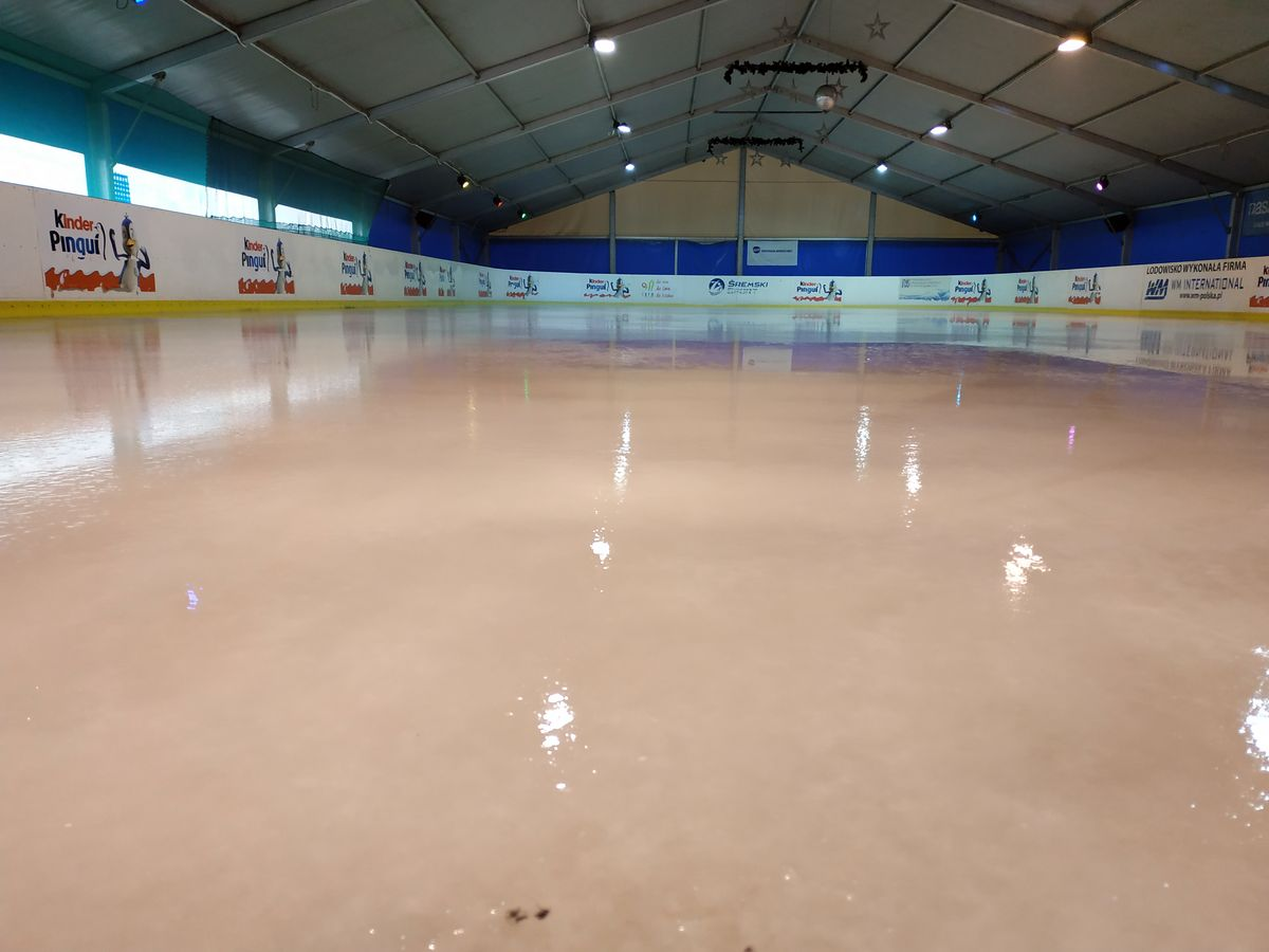 Przygotowania do otwarcia lodowiska / Patryk Kubski