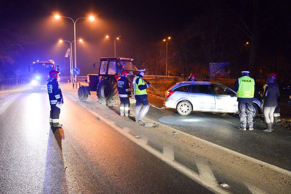Renault wypadł z drogi - Zbrudzewo - 21.12.16 r.