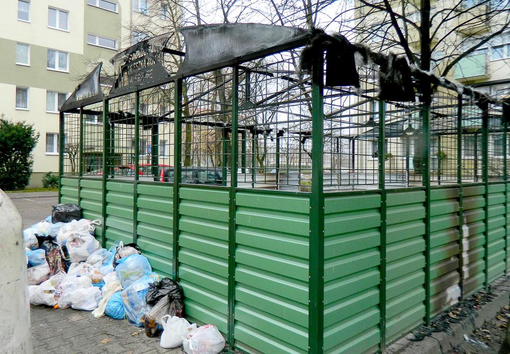 Spalone kontenery na śmieci przy ul. Chłapowskiego