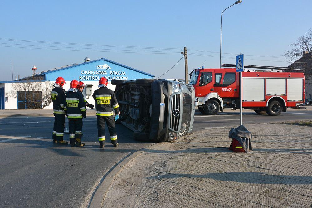 Zderzenie busa i ciężarówki - ul. Sikorskiego - 15.01.18 r.
